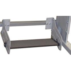 Repose-pieds avec barre en composite sur poste de travail TPAL