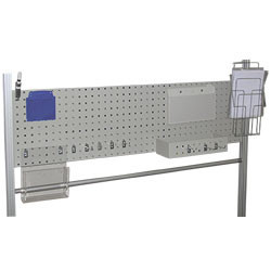 Panneau perforé sur poste d'emballage montants profilés aluminium